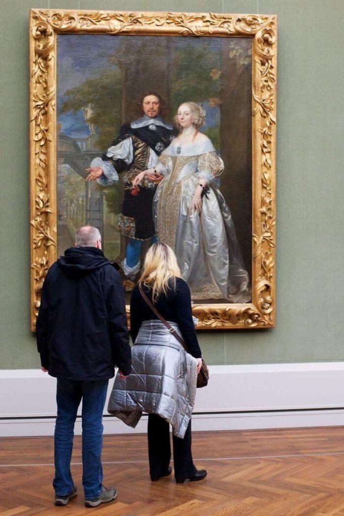 pessoas-combinam-quadro-museu-awebic-25
